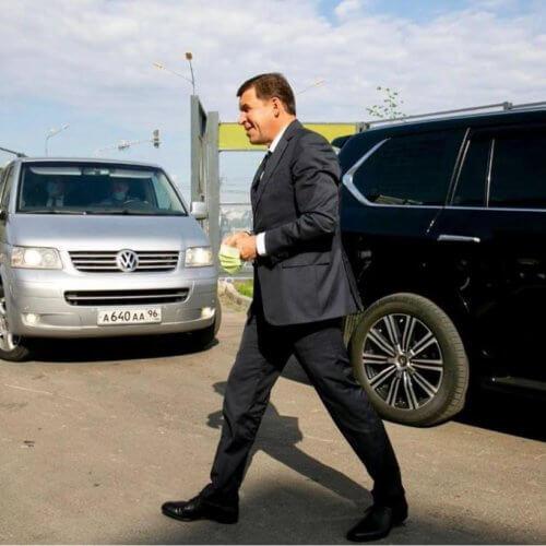 Евгений Куйвашев попросил мэров отдать автомобили администраций врачам