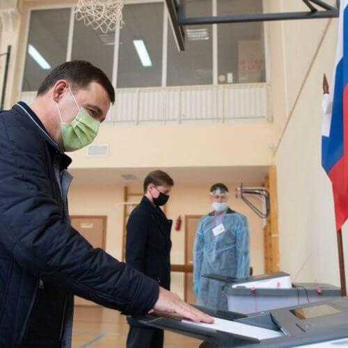 Евгений Куйвашев проголосовал на выборах депутатов Госдумы России и Заксобрания Свердловской области